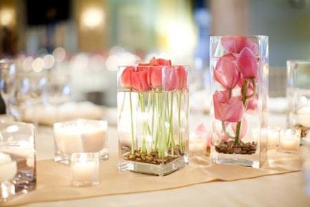 Цветы в бокалах